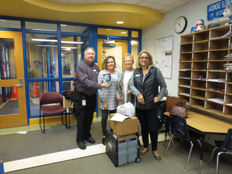 image to support article about Credit Union ONE and St. Clair Shores Kiwanis deliver Dictionaries
